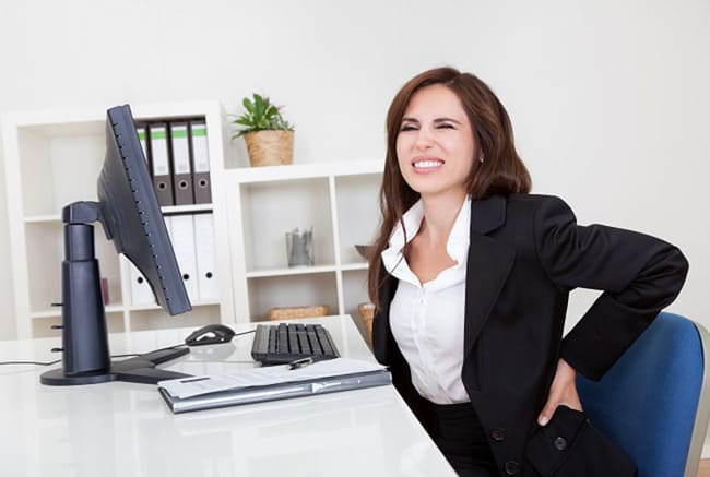 10 phút tập thể dục giúp giảm đau lưng cho dân văn phòng